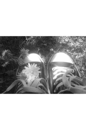 black sneakers Converse sneakers