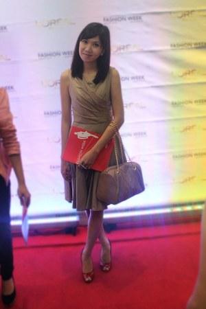 camel Tilt dress - tan Bayo bag - red Aldo heels