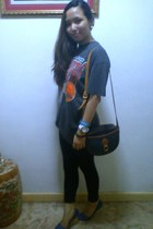 gray NBA shirt - black cotton bangkok leggings - navy vintage Japan bag