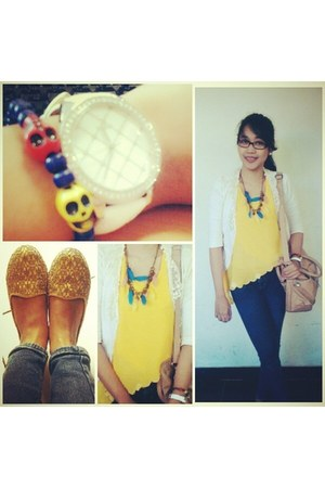 yellow asymetrical top top - beige loafer shoes Connexion shoes