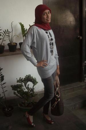 Graphis shirt - LV purse - Logo jeans - Vincci shoes