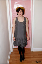 charcoal gray Gap dress - black thrifted heels - white tiffanys necklace