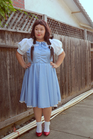 sky blue dress - off white socks - ruby red heels