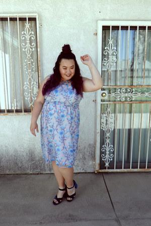 light purple dress - sky blue dress - navy heels