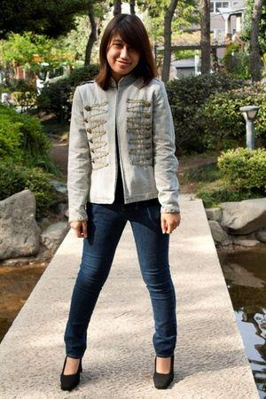 blue blazer - blue GU jeans - black shoes