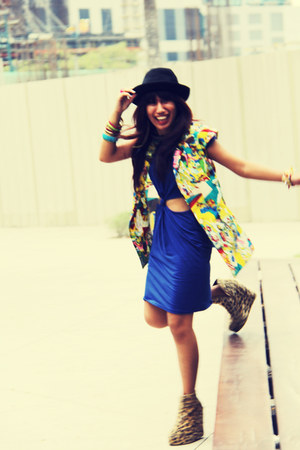 gold graphic print INDIE-GO blazer - navy cut-out INDIE-GO dress
