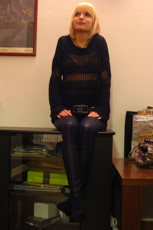 black imperial leggings - black belt - black Zara vest - gold necklace
