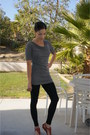 Black-h-m-leggings-gray-tunic-express-top-red-sandals