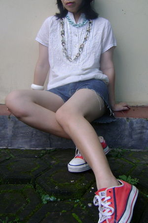 beige Orange blouse - blue Details shorts - red Converse shoes