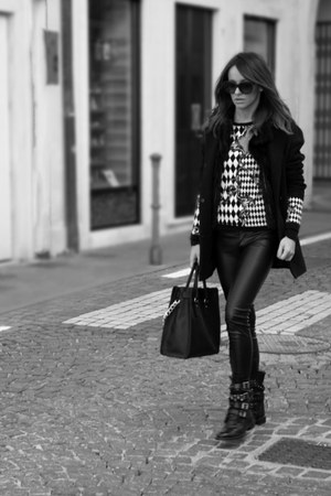 leather Pinko boots - wool Promod coat - leather Michael Kors bag
