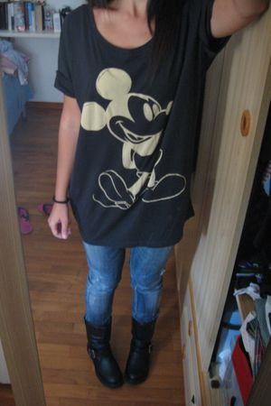 black hm boots - black hm t-shirt - blue Zara jeans