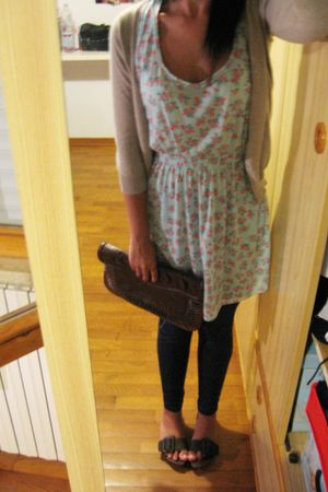 brown  shoes - blue united colors of benetton leggings - brown H&M purse - green