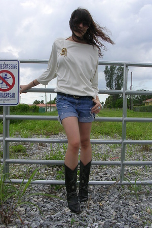 shorts - blouse - shoes