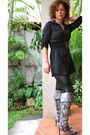Silver-boots-black-blouse-black-leggings