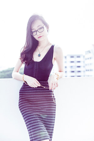 black pencil Uniqlo skirt - black shapewear Vedette Shapewear bodysuit