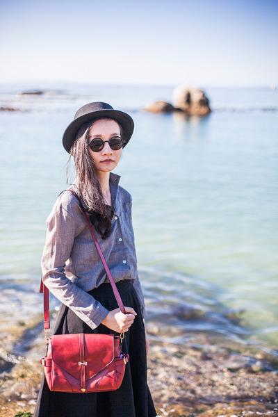 gray linen Dressgal shirt - brick red satchel Dressgal bag