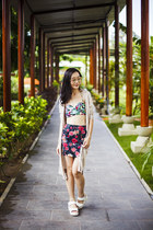 green floral Forever 21 skirt - pink iridescent Guess sunglasses