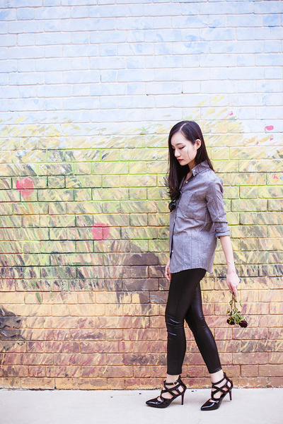 black pu Dressgal leggings - heather gray linen Dressgal top