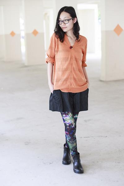 black rain boots Dav boots - navy abstract H&M leggings