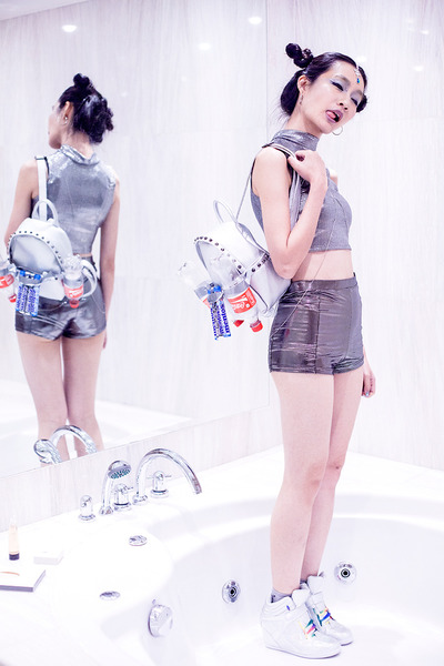 Silver-studded-bugis-street-bag-silver-body-chain-topshop-accessories