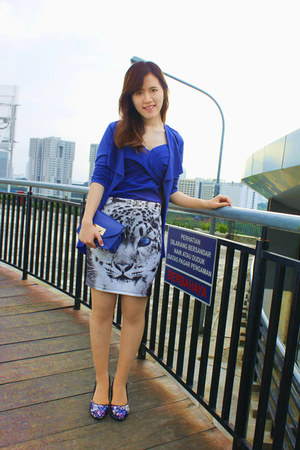 blue cardigan - white bodycon Thai skirt - blue bodysuit