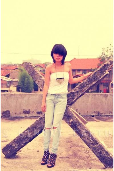 silver accessories - white top - blue jeans - black shoes