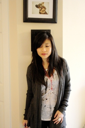 black H&M leggings - gray Express cardigan - white f21 t-shirt - red la dama nec