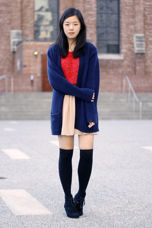 neutral American Apparel skirt - black American Apparel socks