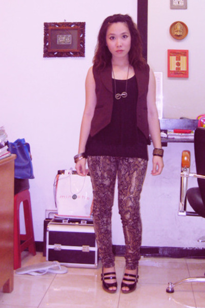 vest - Zara shirt - Dakota Rochdale leggings - Charles & Keith shoes - accessori