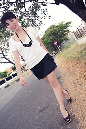 black zippered satin skirt - black wedges Steve Madden shoes