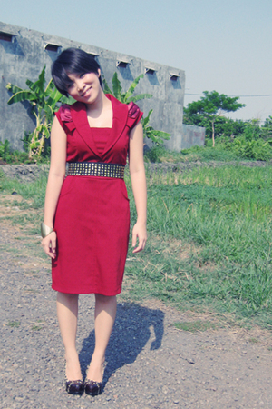 red dress - brown shoes