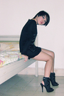 Black-iconia-dress-black-shoes