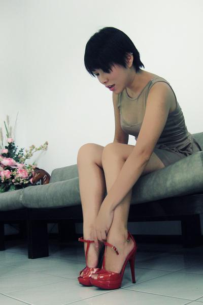 red Nine West shoes - brown peplum Runway Avenue dress