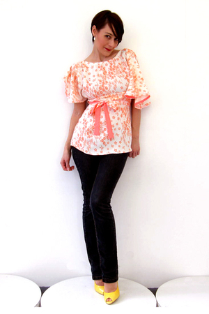 pink Simones Rose blouse - blue unknown brand jeans - silver Brazen Design earri
