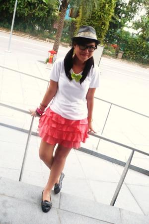 Straw Fedora & Ruffles Skirt