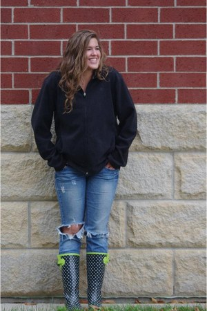 rain boots boots - American Eagle jeans - sweatshirt