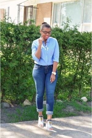 Levis jeans - Gap shirt - Aldo heels