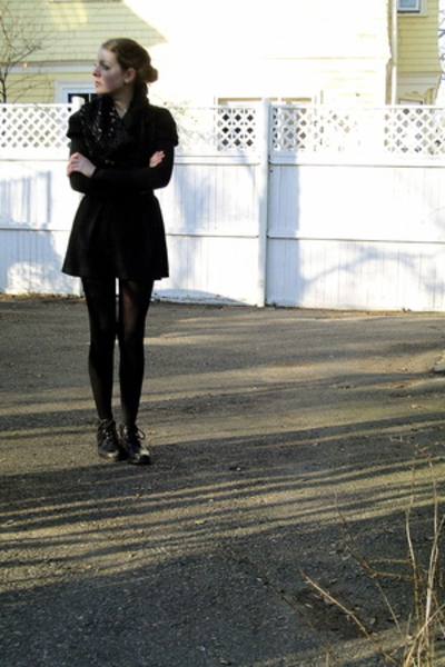Secondhand top - Secondhand t-shirt - Secondhand top - tights - thrifted shoes