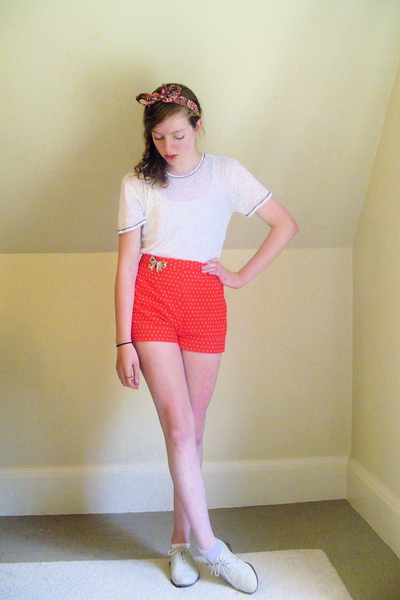 Urban Outfitters t-shirt - vintagediy shorts - thrifted shoes - DIY accessories