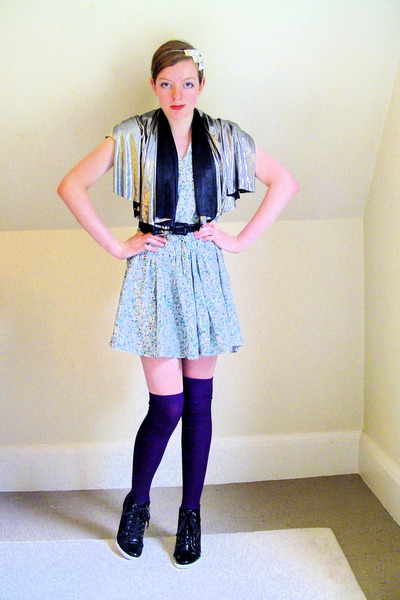 Primark dress - fabric scrap scarf - H&M socks - BCBGirls shoes - DIY accessorie