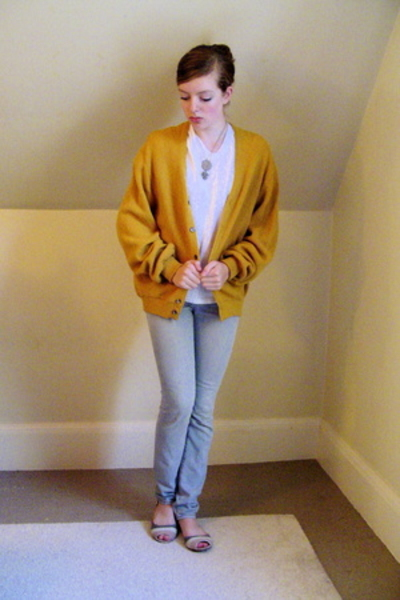 vintage sweater - t-shirt - Express jeans - Urban Outfitters shoes
