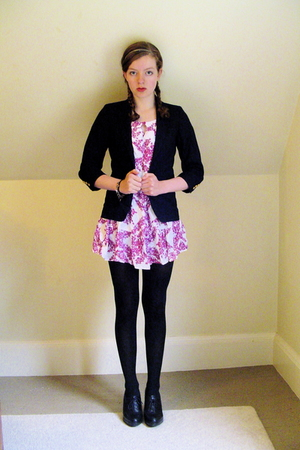 blue schoolboy thrifted blazer - black Nine West shoes - pink floral H&amp;M dress