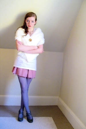 Secondhand accessories - vintage accessories - Marshalls t-shirt - Target skirt
