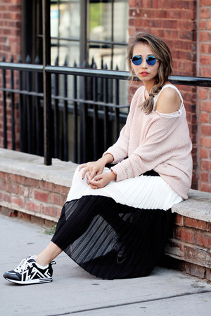 black Toulula skirt - light pink Lulus sweater - white Wannab K sneakers