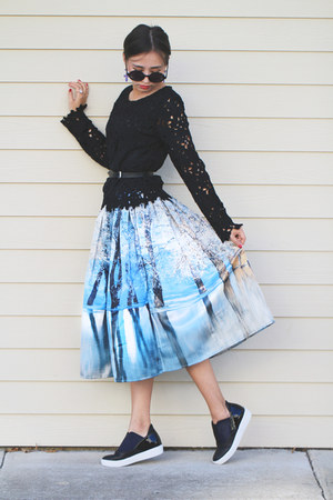 sky blue printed Chicwish skirt - blue OASAP earrings - black lace romwe top