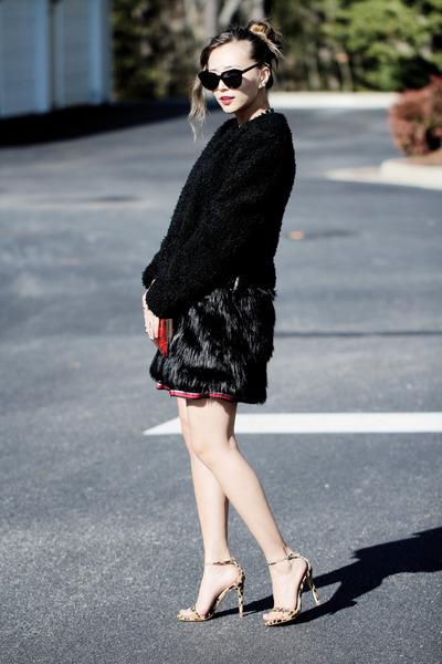 black fur Tobi coat - red AmiClubWear bag - red blackfive skirt
