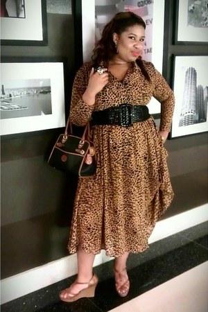 tawny Rehabd Vintage dress - black vintage Dooney & Bourke bag