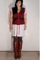 Marc by Marc Jacobs vest - Uniqlo dress - Uniqlo tights - Dexter boots