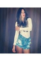 blue Vintage Levis shorts - nude thrift top