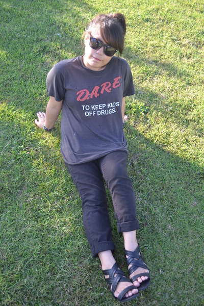 Bullhead jeans - sunglasses - Report sandals - hand me down t-shirt